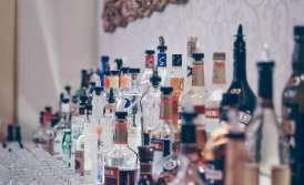 торговля спиртным и табачными изделиями